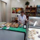 Фото: Вітрина студентського кафе.