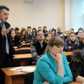 Фото №4: Студентські дебати «Глобалізація: за та проти»: «Young Generation» vs «Golden Capital».