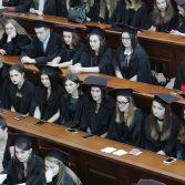 Свято вручення дипломів випускникам магістрам. Фото №6.